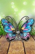 Vlinder in blauw met paars, geel en zwart.